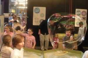 Bolhas de Sabao No Museu Infantil de Long Island